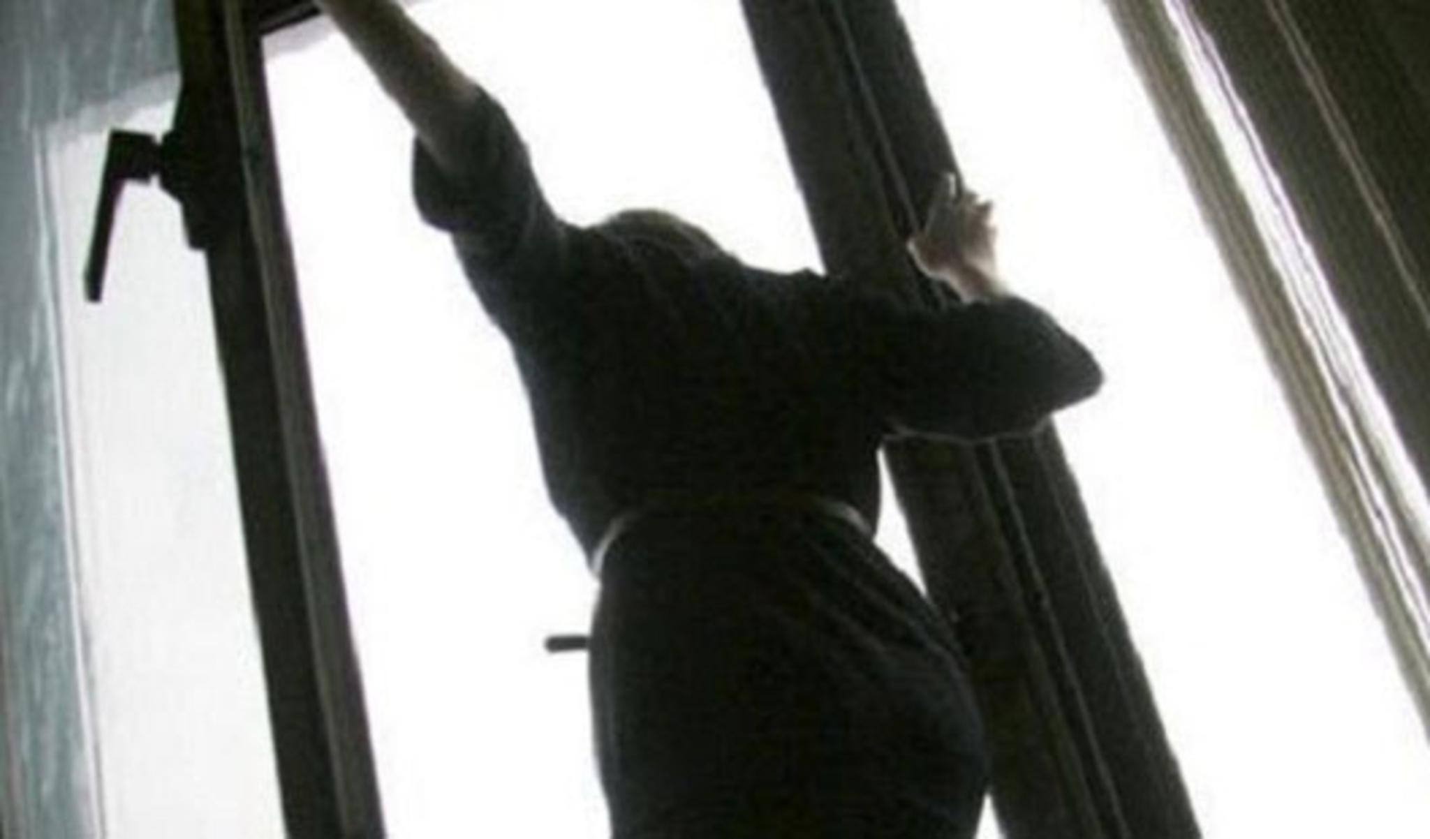 Во сне девушка спрыгнула с балкона - горгона.